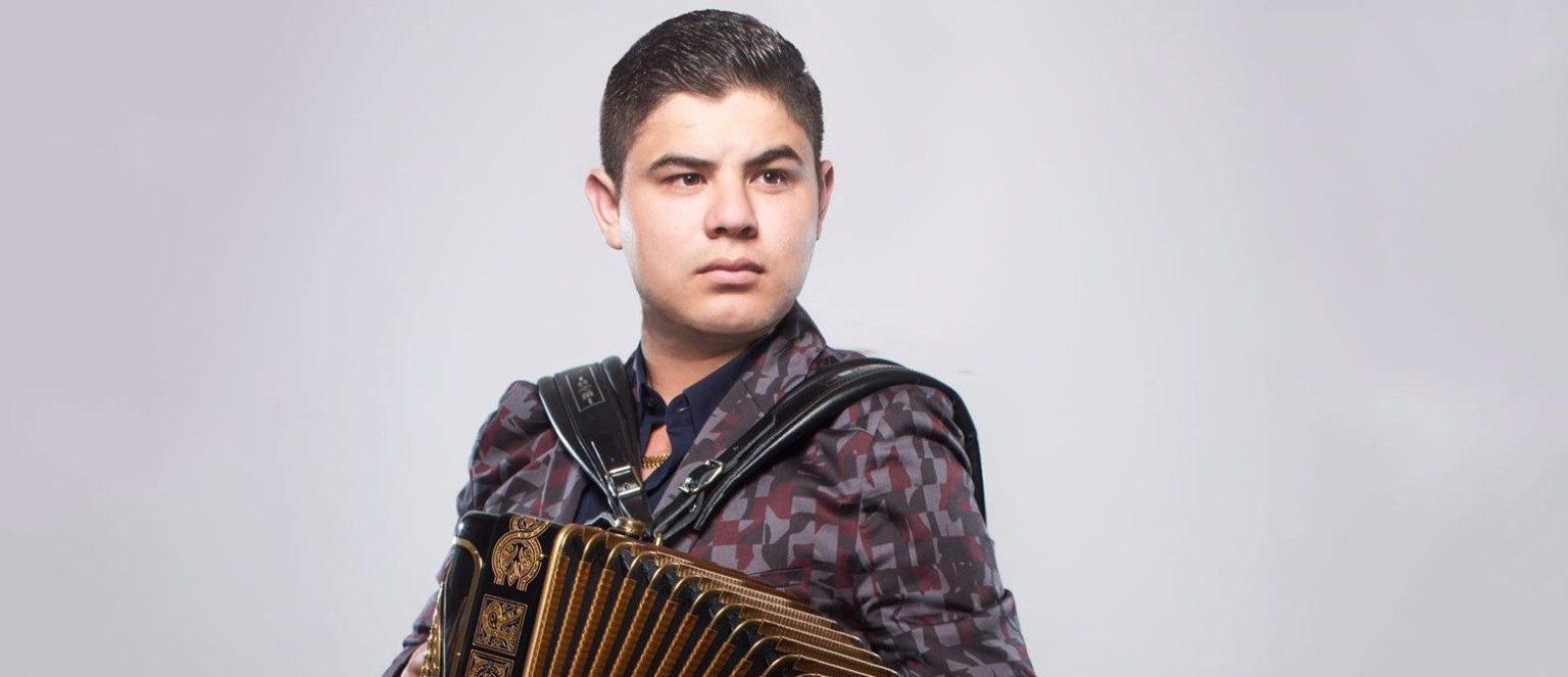 Alfredo Olivas estrena su nuevo sencillo 'Soy Lo Que Ves'