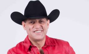 Pancho Barraza fue agredido en pleno concierto y terminó en pelea
