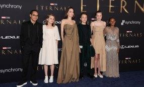 Hija de Angelina Jolie asiste a premier con famoso vestido de su mamá